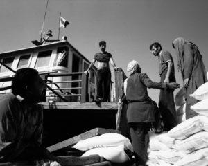 Iranian seamen load a dhow